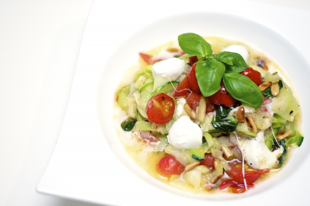 Zucchini-Nudeln Caprese