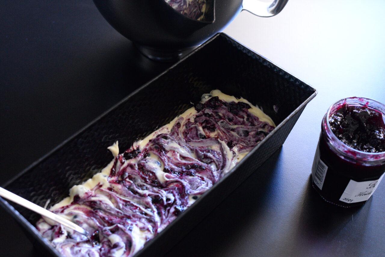 Teig in Kastenform mit Marmelade